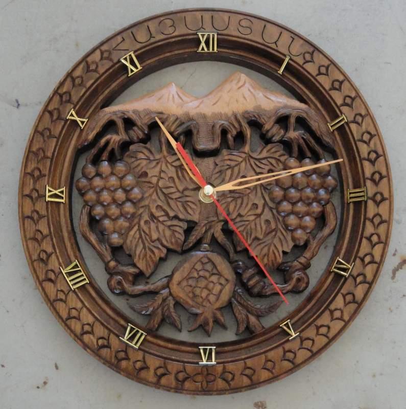 Купить Часы настенные ручной работы,дерево-орех,диам.28см допустимы отличия от оригинала
