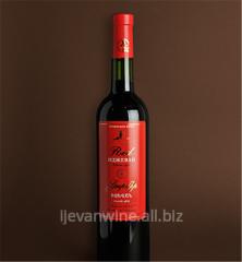 Красный Иджеван - сухое столовое вино, изготовлено из сортов винограда Кахети и Ахтанак. Кондиции : спирт-10-12%, сахар-0-0.3%