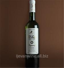 `Белый Иджеван` - сухое столовое вино.Вино изготовляется из виноградных сортов Лалвари, Ркацители, Бананц.Кондиции: спирт11-12%, сахар - 0,3%.