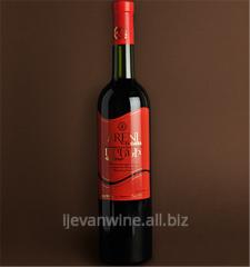 Вино `Арени` полусладкое из винограда сорта Арени.Кондиции: спирт 10-12%, сахар3-5%.