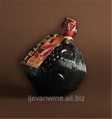 Вино `Гранатовое полудесертное` из сладко-вкусных гранатов, растущих в юго-восточных зонах Армении.Кондиции; спирт-10-12%, сахар-8-12%.