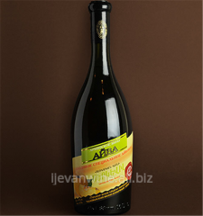 `Айвовое Вино` рекомендуется пить вино из немного прогретых бокалов .Кондиции спирт-14-16%, сахар-8-12%.