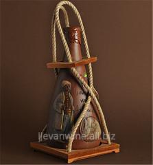 Вино `Тнакан`10 имеет темно-рубиновый цвет , дубовые тона, изысканный букет с нежными ароматами слив и красной рябины, крепость 5%-13%